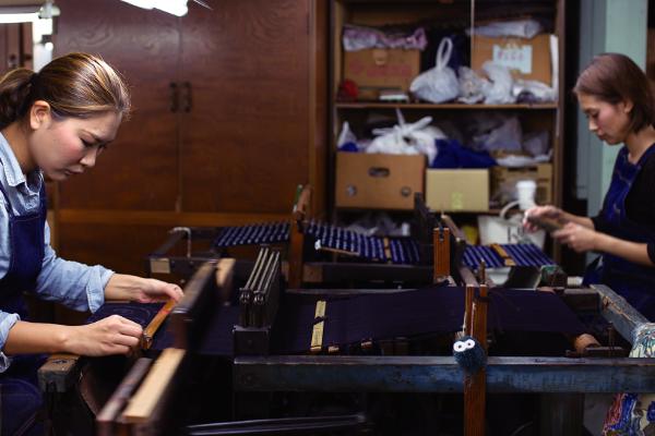 久留米絣 織り作業
